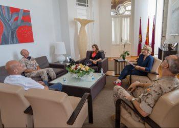 La alcaldesaAna Belén Castejón, el Comandante Director de la Escuela de Infantería de Marina,Fernando Díaz García, la vicealcaldesaNoelia Arroyo, y el concejal de Deportes,Diego Ortega.